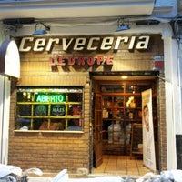 รูปภาพถ่ายที่ Cervecería l'Europe โดย Manuel S. เมื่อ 7/25/2012