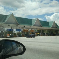 Photo taken at Shell Highway Plaza Bukit Raja by Kingsley S. on 11/25/2011