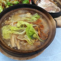 Photo taken at 食味香瓦煲肉骨荼 Bak Kut Teh by Eddie Wong Y. on 4/20/2012