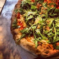 Снимок сделан в Pitfire Pizza пользователем Jessica 💖 S. 5/11/2012