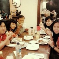 Photo taken at Pizza Hut by Gracia A. on 12/11/2011