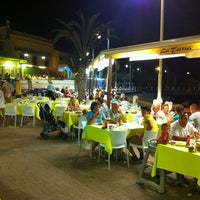 Photo prise au La Tana Restaurante par Antonio M. le8/26/2012