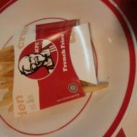 รูปภาพถ่ายที่ KFC โดย Muh C. เมื่อ 6/2/2012