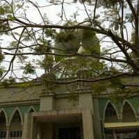 Photo taken at Masjid Perpindahan Lambak Kanan by Zack Hardie on 9/6/2011
