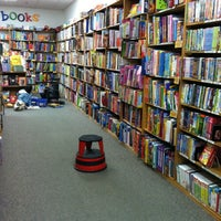 Photo prise au Half Price Books par Brandi M. le3/18/2012