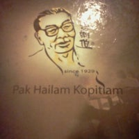 Photo taken at Pak Hailam Kopitiam by Azrul A. on 9/24/2011