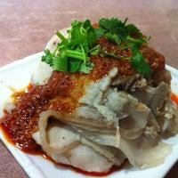 Photo taken at E-Noodle by Tohru K. on 11/8/2011