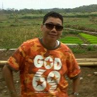 Photo taken at Bebek Ginyo Tebet by Ado P. on 11/29/2011
