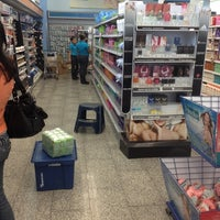 รูปภาพถ่ายที่ Farmatodo โดย Luis H. เมื่อ 1/17/2012