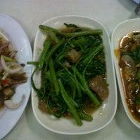 Photo taken at ร้านข้าวต้มกรุงศรี by 📱iSheet S. on 10/9/2011