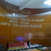 Photo taken at Perpustakaan MRSM Felda Tun Abd Razak by zulhilmi h. on 1/31/2012