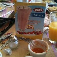 Foto tomada en Vips por Ely R. el 3/17/2012