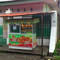 Photo taken at Super Fried Chicken Mannuruki Pak Ulil by Ulil Amri N. on 1/28/2012