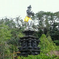 Photo taken at Pura Tirta Empul (Tirta Empul Temple) by Trisna H. on 11/18/2011