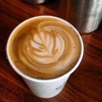 Снимок сделан в Café Grumpy пользователем Luis C. 7/20/2012