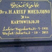 Photo taken at Pemakaman Umum Tanjung Barat by Atiek A. on 11/13/2011