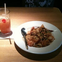 Photo taken at California Pizza Kitchen at Circle Centre by Eric S. on 6/17/2012