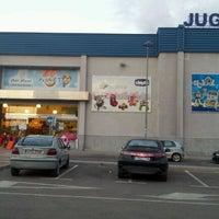 Foto tomada en Toy Planet Lucena por Jaime M. el 10/25/2011