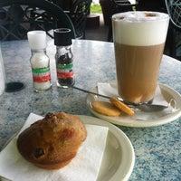 Foto tirada no(a) Empire Cafe por Tiffany E. em 5/10/2012