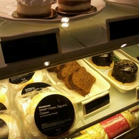 Photo taken at Starbucks Coffee by Jayce Tovar J. on 12/24/2011