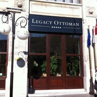 Снимок сделан в Legacy Ottoman Hotel пользователем Melih ethem Y. 10/27/2011