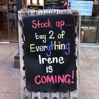 Das Foto wurde bei Mister Wright Fine Wine & Spirits von Jenni L. am 8/26/2011 aufgenommen