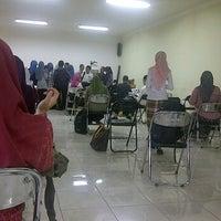 Photo taken at Ruang Kuliah 403 Fakultas Kedokteran UMI by RiaKhaerany on 10/25/2011