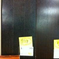 Снимок сделан в Lumber Liquidators пользователем steve j. 7/10/2012