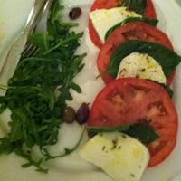Das Foto wurde bei Menomalé Pizza Napoletana von Alison C. am 5/6/2012 aufgenommen