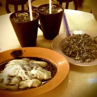 Photo taken at New Lucky (Seri Petaling) Restaurant by Michelle B. on 12/23/2010