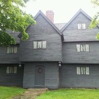Das Foto wurde bei Witch House von Jody H. am 6/13/2012 aufgenommen