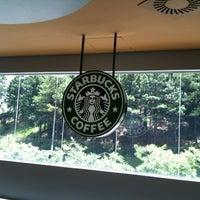 Foto tirada no(a) Starbucks por Flavia M. em 2/2/2011