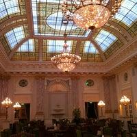 8/27/2012 tarihinde Suzanne W.ziyaretçi tarafından Fairmont Grand Hotel Kyiv'de çekilen fotoğraf