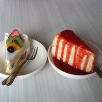 Photo taken at Secret Garden & Café Sweets by Penprapa P. on 3/24/2012