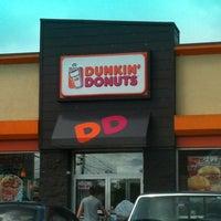 รูปภาพถ่ายที่ Dunkin Donuts โดย Jesse L. เมื่อ 8/1/2012