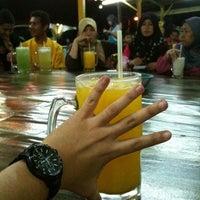 Photo taken at Air Buah Gelas Besar Terengganu by Mo Jibran on 12/16/2011