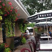 8/14/2011 tarihinde Em D.ziyaretçi tarafından The Grenadier Restaurant'de çekilen fotoğraf