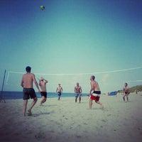 Photo taken at Nidos centrinis pliazas/ Nida Beach by Ramune T. on 7/30/2012