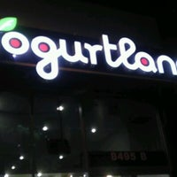 Photo taken at Yogurtland by Djeter on 1/2/2012