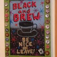 9/4/2012 tarihinde Britt M.ziyaretçi tarafından Black & Brew'de çekilen fotoğraf