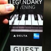 Foto tomada en Delta Sky360 at Madison Square Garden por Alistair M. el 10/21/2011