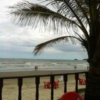 Foto tirada no(a) Praia do Arpoador por Wanderson  P. em 1/19/2012