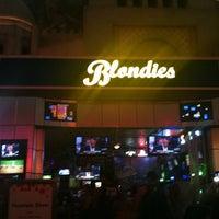 5/7/2011 tarihinde Tyron R.ziyaretçi tarafından Blondies Sports Bar & Grill'de çekilen fotoğraf