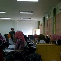 Photo taken at Ruang Kuliah 403 Fakultas Kedokteran UMI by RiaKhaerany on 3/5/2012