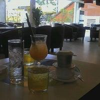 Photo taken at Cafe F1 by Gia Vũ L. on 4/30/2012
