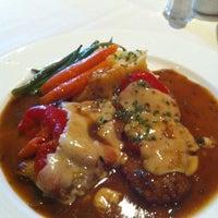 Foto tomada en Lu Nello Restaurant por Michael M. el 12/22/2011