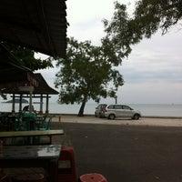 Photo taken at Warung Seafood Bang Pasha by Eko S. on 9/13/2012