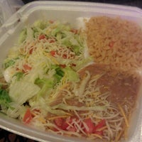Foto tomada en Taco Rey Taco Shop por Edwin R. el 1/20/2012