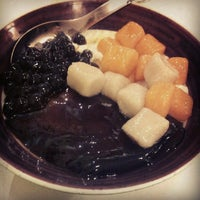 Photo taken at Ice Bowl Original Taiwan Desserts by Winnie C. on 9/11/2012