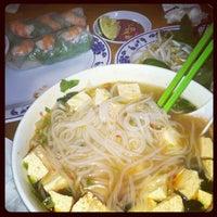 Foto scattata a Pho Sao Bien Vietnamese Restaurant da Hannah S. il 11/3/2011
